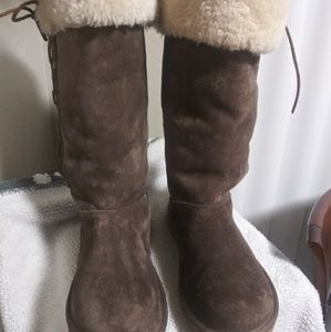 Like New ! Womens Upside Ugg Lace up boots 10 M